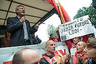 Contestazione al Jobs Act di Matteo Renzi. Manifestazione della Fiom. Maurizio Landini. Milano, 8 ottobre 2014.