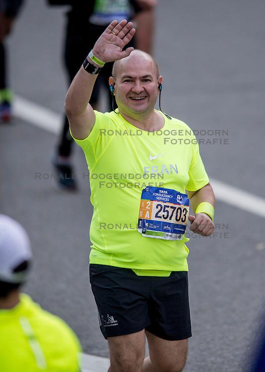 06-11-2016 USA: NYC Marathon We Run 2 Change Diabetes day 3, New York<br /> De dag van de marathon, 42 km en 195 meter door de straten van Staten Island, Brooklyn, Queens, The Bronx en Manhattan / Francisco