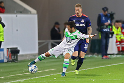 21.10.2015, Volkswagen Arena, Wolfsburg, GER, UEFA CL, VfL Wolfsburg vs PSV Eindhoven, Gruppe B, im Bild Vieirinha (#8, VfL Wolfsburg), Jordy de Wijs (#30, PSV Eindhoven) // during UEFA Champions League group B match between VfL Wolfsburg and PSV Eindhoven at the Volkswagen Arena in Wolfsburg, Germany on 2015/10/21. EXPA Pictures © 2015, PhotoCredit: EXPA/ Eibner-Pressefoto/ Hundt<br /> <br /> *****ATTENTION - OUT of GER*****
