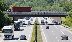 THEMENBILD - die stark befahrene A12 Inntalautobahn an einem Frühlingstag, aufgenommen am 25.Mai 2016, Wattens, Österreich // busy a12 inntal motorway on a sunny spring day in Innsbruck, Austria on 2016/05/25. EXPA Pictures © 2016, PhotoCredit: EXPA/ Jakob Gruber
