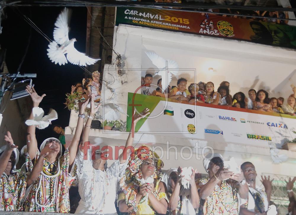 Cerimônia de saída do Ilê Aiyê da sede da entidade no bairro do Curuzu no Carnaval de Salvador 2015. Foto: Thiago Bernardes / Frame