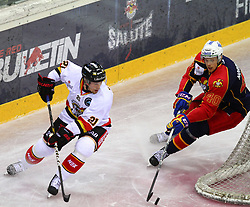 17.12.2011, Albert Schultz Halle, Wien, AUT, European Trophy, Jokerit vs Lulea Hockey, im Bild Toni Koivisto, (Lulea Hockey, #21) und Markus Norlund, (Jokerit, #40) , EXPA Pictures © 2011, PhotoCredit: EXPA/ T. Haumer