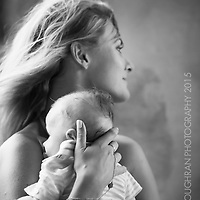 A portrait of a mother and child at a wedding in Masia Cabanyes, Barcelona.