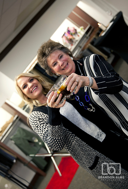 2 women cheers their drinks at 417 magazine's 2015 Best Lawyers Event.