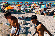 """Bread and tomato beach"" in Bari on 18 August 2019. Christian Mantuano / OneShot"