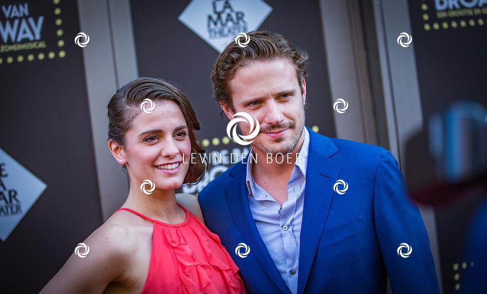 AMSTERDAM - Rosa da Silva met partner Wouter Zweers op de rode loper voor aanvang van De premiere van de zomermusical In de ban van Broadway in het DeLaMar Theater. FOTO LEVIN & PAULA PHOTOGRAPHY