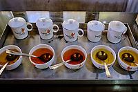 Inde, Bengale Occidental, Darjeeling, Domaine du thé de Happy Valley, degustation // India, West Bengal, Darjeeling, Happy Valley tea estate, tasting