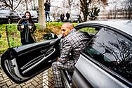 MAASTRICHT - Advocaat Gerald Roethof   van Jos brecht komt een in een geblindeerd busje bij de rechtbank aan bij de rechtbank waar Jos B. voor de rechter verschijnt. Jos B. wordt verdacht van betrokkenheid bij de moord op Nicky Verstappen.  ROBIN UTRECHT ROBIN UTRECHT