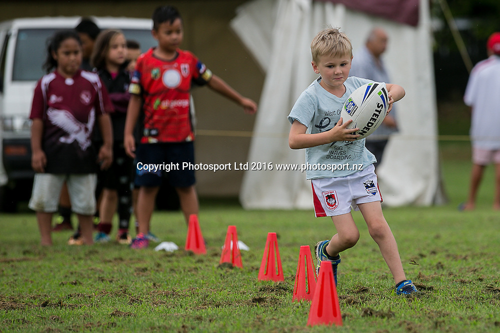Toby Napier during skills training.  St George Illawarra Dragons club visit to Papakura Sea Eagles, Prince Edward Park, Auckland. Friday 05 February 2016. Photo: David Joseph / www.photosport.co.nz