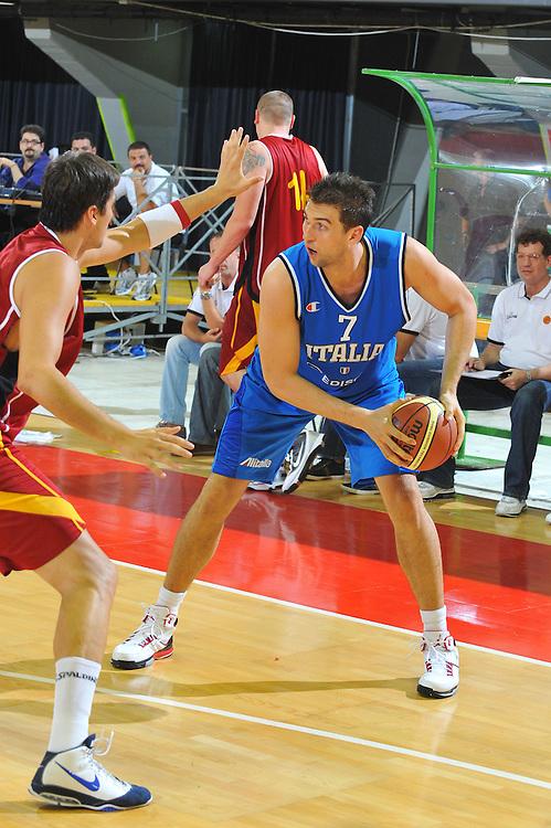 DESCRIZIONE : Firenze I&deg; Torneo Nelson Mandela Forum Italia Macedonia<br /> GIOCATORE : Andrea Bargnani<br /> SQUADRA : Nazionale Italia Uomini <br /> EVENTO : I&deg; Torneo Nelson Mandela Forum <br /> GARA : Italia Macedonia<br /> DATA : 16/07/2010 <br /> CATEGORIA : Palleggio<br /> SPORT : Pallacanestro <br /> AUTORE : Agenzia Ciamillo-Castoria/M.Gregolin<br /> Galleria : Fip Nazionali 2010