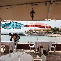 26/06/2013.  Dakar. Senegal. L'île de Gorée la veille de la visite d'Obama.  Les restaurants et hôtels sont vides de touristes, beaucoup d'établissement se sont vus interdire l'accueil des touristes depuis quelques jours. ©Sylvain Cherkaoui/Cosmos