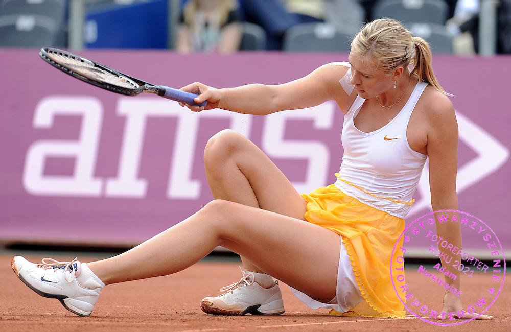 MARIA SHARAPOVA FROM RUSSIA FALLS DOWN DURING QUATERFINAL TENNIS SONY ERICSSON WTA TOUR TOURNAMENT WARSAW OPEN 2009 IN WARSAW, POLAND...WARSAW , POLAND , MAY 21, 2009..( PHOTO BY ADAM NURKIEWICZ / MEDIASPORT )
