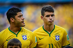 Hulk e Oscar Emboaba na partida entre Brasil x Colombia, válida pelas quartas de final da Copa do Mundo 2014, no Estádio Castelão, em Fortaleza-CE. FOTO: Jefferson Bernardes/ Agência Preview
