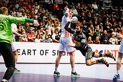 20.01.2020, Wiener Stadthalle, Wien, AUT, EHF Euro 2020, Weissrussland vs Spanien, Hauptrunde, Gruppe I, im Bild v. l. Viachaslau Saldatsenka (BLR), Daniel Sarmiento Melian (ESP) // f. l. Viachaslau Saldatsenka (BLR) Daniel Sarmiento Melian (ESP) during the EHF 2020 European Handball Championship, main round group I match between Belarus and Spain at the Wiener Stadthalle in Wien, Austria on 2020/01/20. EXPA Pictures © 2020, PhotoCredit: EXPA/ Florian Schroetter