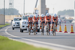 Boels Dolmans approach The Pearl on their way to victory at the 40 km Women's Team Time Trial, UCI Road World Championships 2016 on 9th October 2016 in Doha, Qatar. (Photo by Sean Robinson/Velofocus).