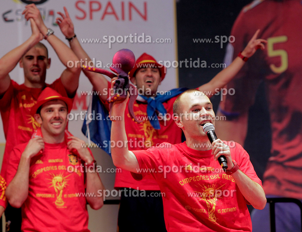 12.07.2010, Madrid, Spanien, ESP, FIFA WM 2010, Empfang des Weltmeisters in Madrid, im Bild Andre Iniesta, Victor Valdes, Carlos Marchena and David Villa, EXPA Pictures © 2010, PhotoCredit: EXPA/ Alterphotos/ Acero / SPORTIDA PHOTO AGENCY