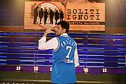 """ROMA 03 /02/2008<br /> BASKET<br /> DINO MENEGHIN PARTECIPA ALLA TRASMISSIONE DI FABRIZIO FRIZZI """"SOLITI IGNOTI""""<br /> NELLA FOTO FRIZZI <br /> FOTO CIAMILLO"""