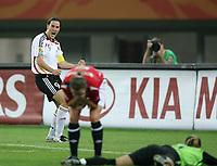 Fotball , 26. september 2007 , semifinale VM kvinner , Tyskland - Norge<br /> Birgit Prinz (Deutschland, li.) lässt ihre Freude über das Eigentor von Trine Rønning (Norwegen) freien Lauf <br /> Foto: Imago/Digitalsport<br /> <br /> Norway only