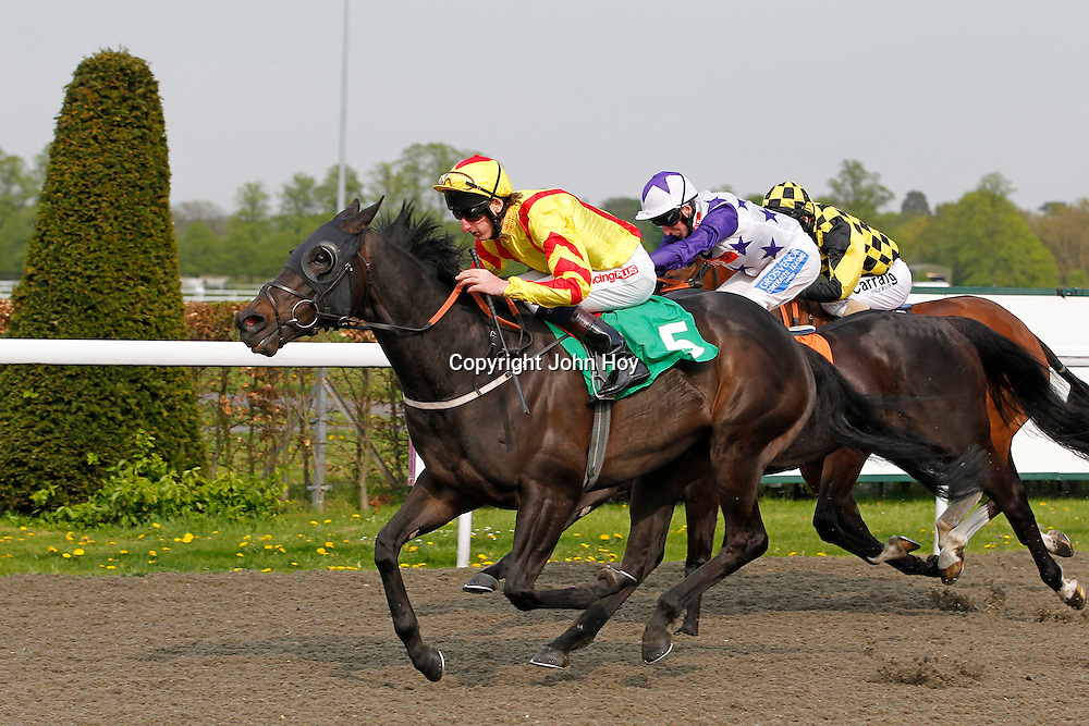 Apollo D'Negro and Adam Kirby winning 4.40 race