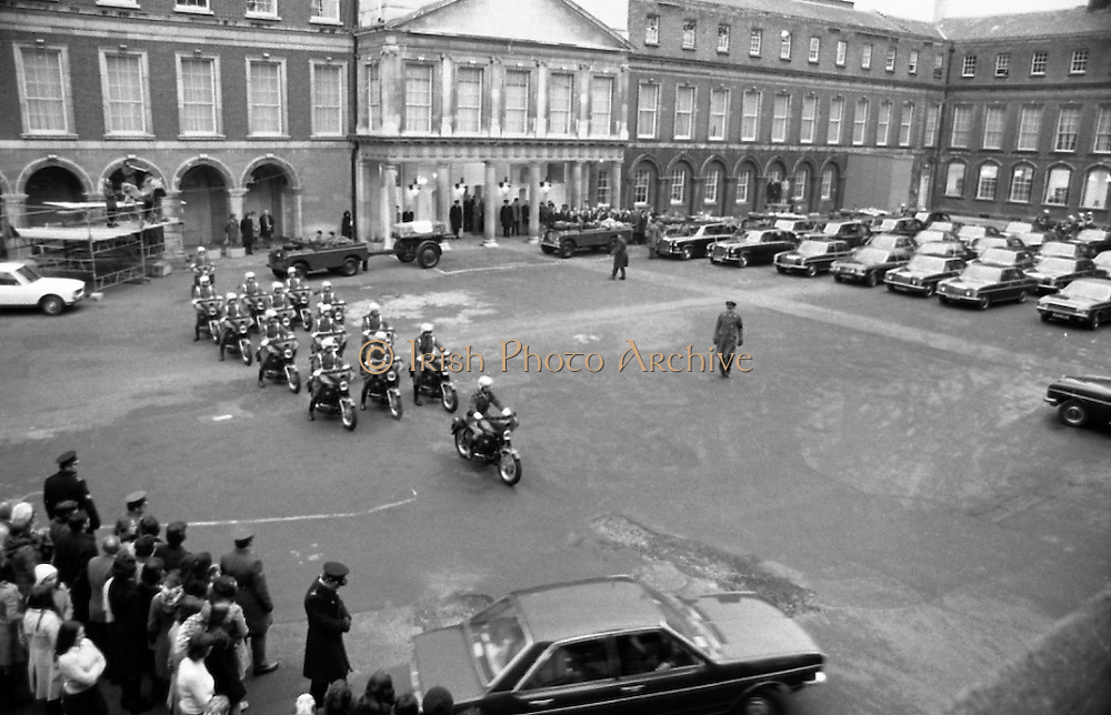 Funeral of President Childers.    (H62)..1974..20.11.1974..11.20.1974..20th November 1974..Following a period of lying in state, the remains of President Erskine Childers were removed today from Dublin Castle. The cortege would transfer the president to St Patrick's Cathedral where the funeral service would be held...Image shows the army motorcycle escort start to lead the cortege from the grounds of Dublin Castle to St Patrick's Cathedral.