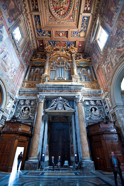 Ceiling and walls of St. John Lateran Basilica, Rome, created by Flaminio Boulanger and Vico di Raffaele. (Sam Lucero photo)
