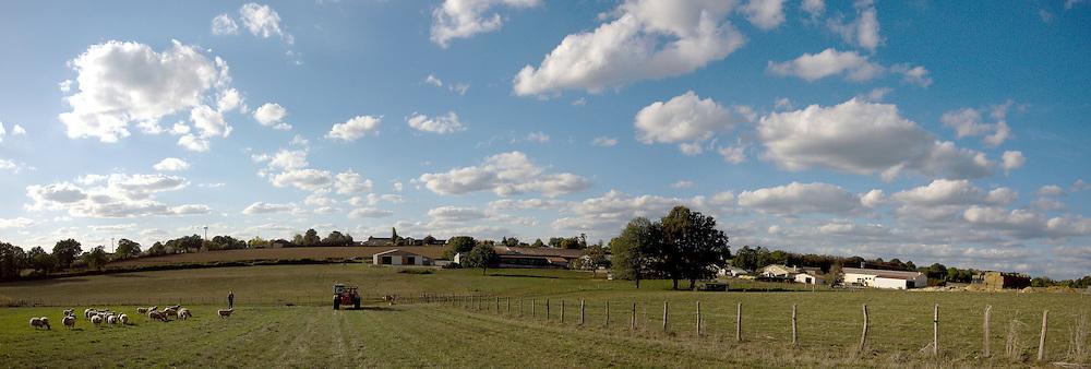Terres de l'exploitation rattachée au lycée agricole Jacques Bujault, Melle, Poitou-Charentes, automne 2010.