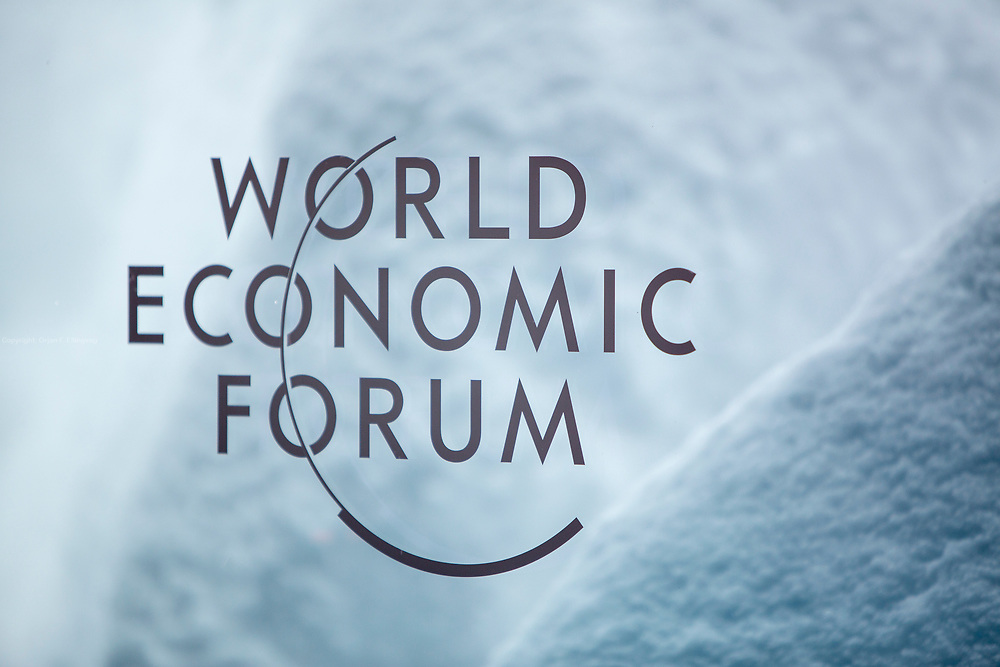 Large amounts of snow hampered the first day of the World Economic Forum in Davos.