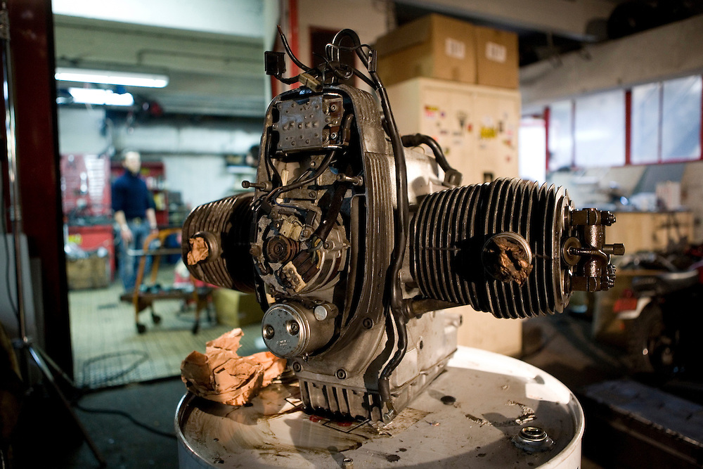 Blitz Motorcycles est un garage parisien fondé en 2010 par Fred Jourden et Hugo Jezegabel. De la conception aux finitions, ils travaillent ensemble à la création de modèles uniques.