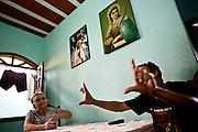 Sabara_MG, Brasil...A TV Muro e uma pequena organizacao produtora de televisao brasileira localizada na cidade de Sabara. E intitulada a menor rede de televisao do mundo. Na foto o criador da TV Francisco Dario dos Santos, o Chiquinho...The TV Muro is a small Brazilian television network, located in Sabara. Its the smallest TV in the world. Na foto the creator Francisco Dario dos Santos, Chiquinho...Foto: JOAO MARCOS ROSA / NITRO