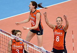 09-01-2016 TUR: European Olympic Qualification Tournament Rusland - Nederland, Ankara<br /> De strijd om Rio of Japan / Vreugde bij Nederland Lonneke Sloetjes #10, Judith Pietersen #8, Yvon Belien #3