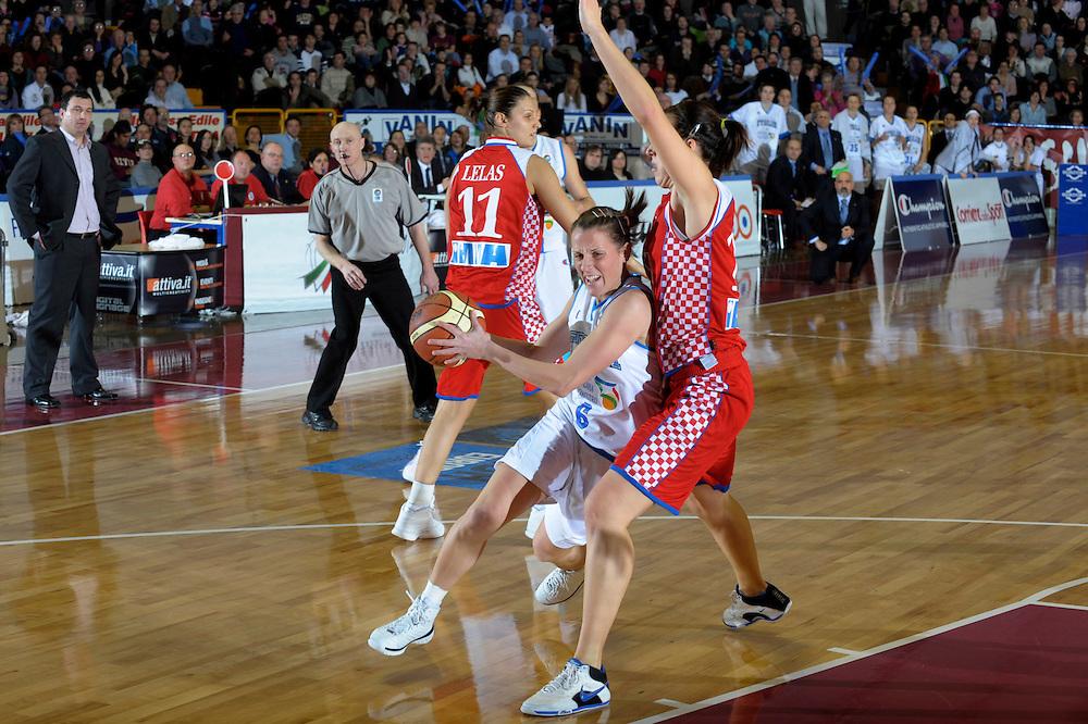DESCRIZIONE : Venezia Additional Qualification Round Eurobasket Women 2009 Italia Croazia<br /> GIOCATORE : Chiara Pastore<br /> SQUADRA : Nazionale Italia Donne<br /> EVENTO : Italia Croazia<br /> GARA :<br /> DATA : 10/01/2009<br /> CATEGORIA : Palleggio<br /> SPORT : Pallacanestro<br /> AUTORE : Agenzia Ciamillo-Castoria/M.Gregolin