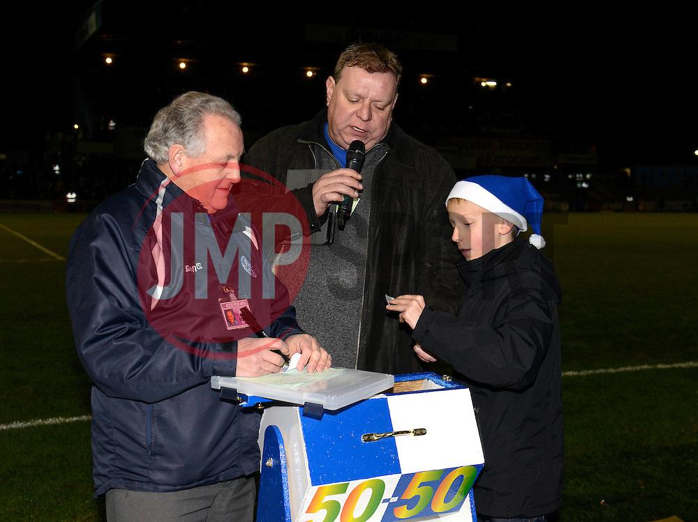 50/50 draw - Photo mandatory by-line: Dougie Allward/JMP - Mobile: 07966 386802 - 19/12/2014 - SPORT - football - Bristol - Memorial Stadium - Bristol Rovers v Gateshead  - Vanarama Conference