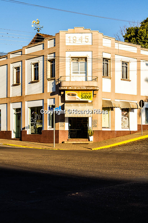 Fachada de casa antiga. Treze Tílias, Santa Catarina, Brasil. / Old house facade. Treze Tilias, Santa Catarina, Brazil.
