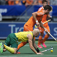 DEN HAAG - Rabobank Hockey World Cup<br /> 38 Final: Australia - Netherlands<br /> Foto: Robert Hammond (yellow) and Robbert Kemperman (orange).<br /> COPYRIGHT FRANK UIJLENBROEK FFU PRESS AGENCY