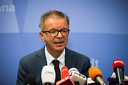 27.02.2020, Rathaus, Wien, AUT, Infizierung Coronavirus, Pressekonferenz im Bild Rudolf Anschober (Gruene)// media briefing about first coronavirus infection in Vienna, Austria on 2020/02/27, EXPA Pictures © 2020, PhotoCredit: EXPA/ Florian Schroetter