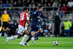 20-10-2009 VOETBAL: AZ - ARSENAL: ALKMAAR<br /> AZ in slotminuut naast Arsenal 1-1 / Robin van Persie en Moussa Dembele<br /> ©2009-WWW.FOTOHOOGENDOORN.NL