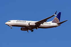 United Airlines Boeing 737-824 (registration N76514) approaches San Francisco International Airport (SFO) over San Mateo, California, United States of America