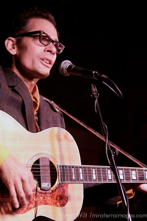 Tom Ward's Acoustic Solo at Che Underground Show at Le  Stats