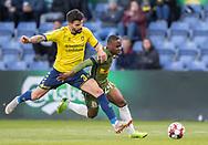 FODBOLD: Anthony Jung (Brøndby IF) forsøger at stoppe Jonathan Amon (FC Nordsjælland) under kampen i Superligaen mellem Brøndby IF og FC Nordsjælland den 13. maj 2019 på Brøndby Stadion. Foto: Claus Birch.