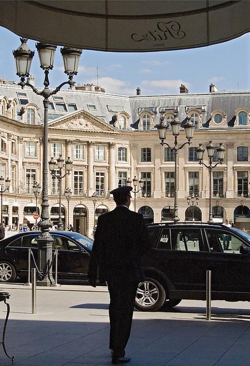 Entrée du Ritz-Hotel, place Vendome, Paris, 2007.<br /> Voiturier at the entrance of Hotel Ritz Paris, France.