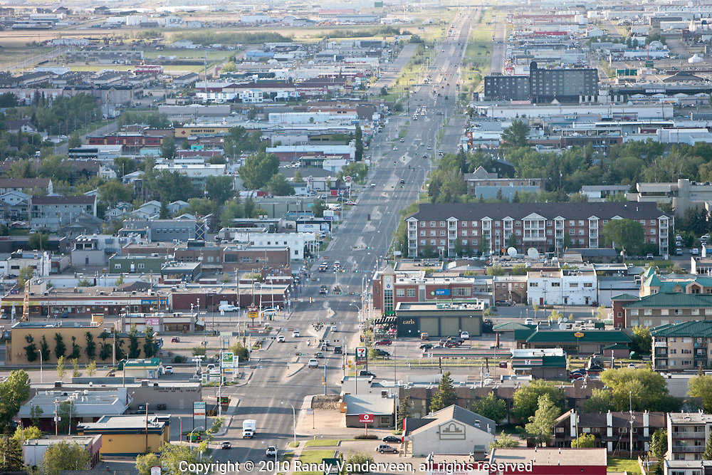 Photo Randy Vanderveen.Grande Prairie , Alberta.10-06-06.Aerial photographs of Grande Prairie Alberta.