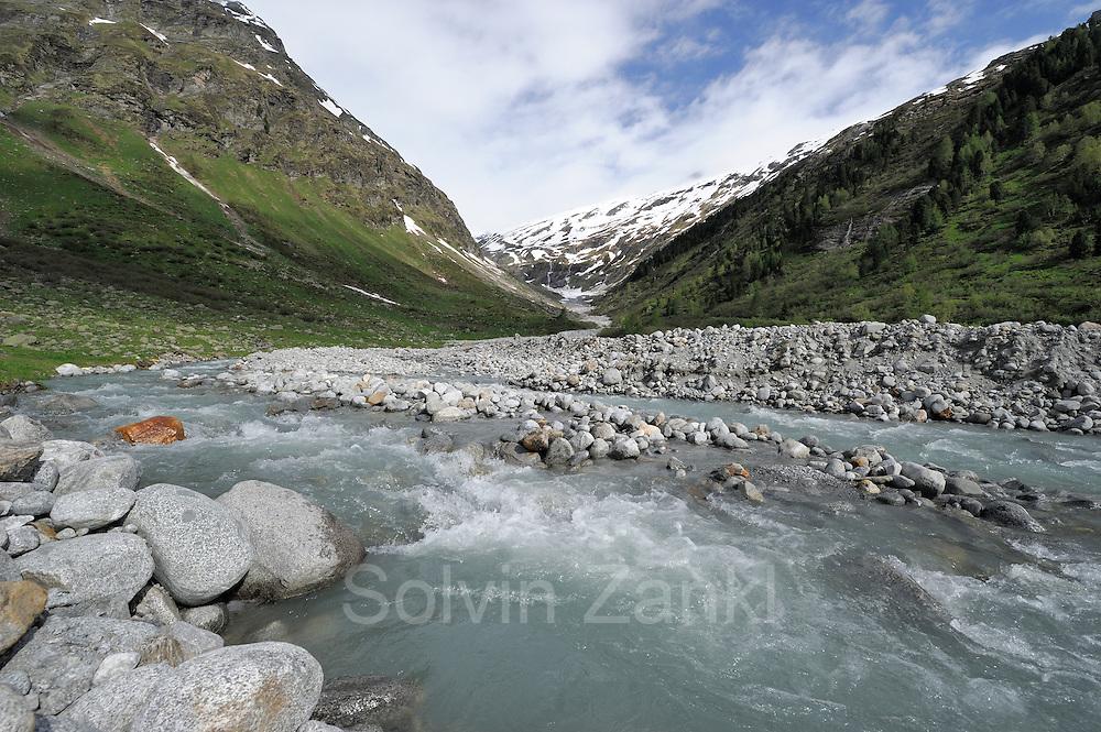 Glacial milk runs through the valley of Innergeschlöß. High Tauern National Park, Austria. | Gletschermilch fließt tosend durch das Innergschlößtal. Nationalpark Hohe Tauern, Österreich.
