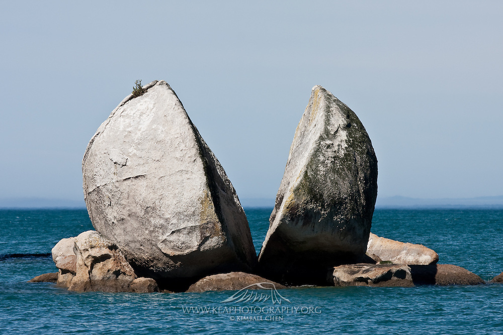 Split Apple Rock, Abel Tasman, New Zealand