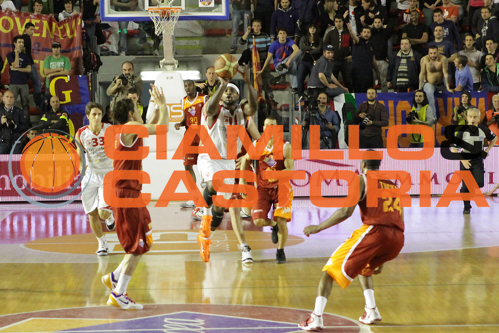DESCRIZIONE : Roma Lega Basket A 2011-12  Acea Virtus Roma Banca Tercas Teramo<br /> GIOCATORE : Brown Dee<br /> CATEGORIA : tiro equilibrio<br /> SQUADRA : Banca Tercas Teramo<br /> EVENTO : Campionato Lega A 2011-2012 <br /> GARA : Acea Virtus Roma Banca Tercas Teramo<br /> DATA : 16/04/2012<br /> SPORT : Pallacanestro  <br /> AUTORE : Agenzia Ciamillo-Castoria/ GiulioCiamillo<br /> Galleria : Lega Basket A 2011-2012  <br /> Fotonotizia : Roma Lega Basket A 2011-12 Acea Virtus Roma Banca Tercas Teramo<br /> Predefinita :