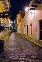 Caleta de las Monjas street at night