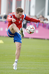 12.03.2015, Saebener Strasse, Muenchen, GER, 1. FBL, FC Bayern Muenchen, Training, im Bild vl. Philipp Lahm ( FC Bayern Muenchen ) // during a Trainingssession of German Bundesliga Club FC Bayern Munich at the Saebener Strasse in Muenchen, Germany on 2015/03/12. EXPA Pictures © 2015, PhotoCredit: EXPA/ Eibner-Pressefoto/ Vallejos<br /> <br /> *****ATTENTION - OUT of GER*****