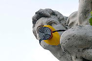 """Roma 5 Giugno 2008.  <br /> L' Associazione ambientalista  """"Terra""""  per protesta contro l'emissione di CO2, ha applicato su 150 statue di Roma  mascherine antinquinamento e cartelli contro il CO2.<br /> Rome June 5, 2008.<br /> The 'Environmental association """"Earth"""" in protest against the emission of CO2, has applied on 150 statues of Rome anti-pollution masks and signs against the CO2."""