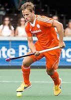 AMSTELVEEN - Neth. -   Jeroen Hertzberger tijdens de interland wedstrijd tussen de mannen van Nederland en Frankrijk (8-1), ter voorbereiding van het EK . COPYRIGHT KOEN SUYK