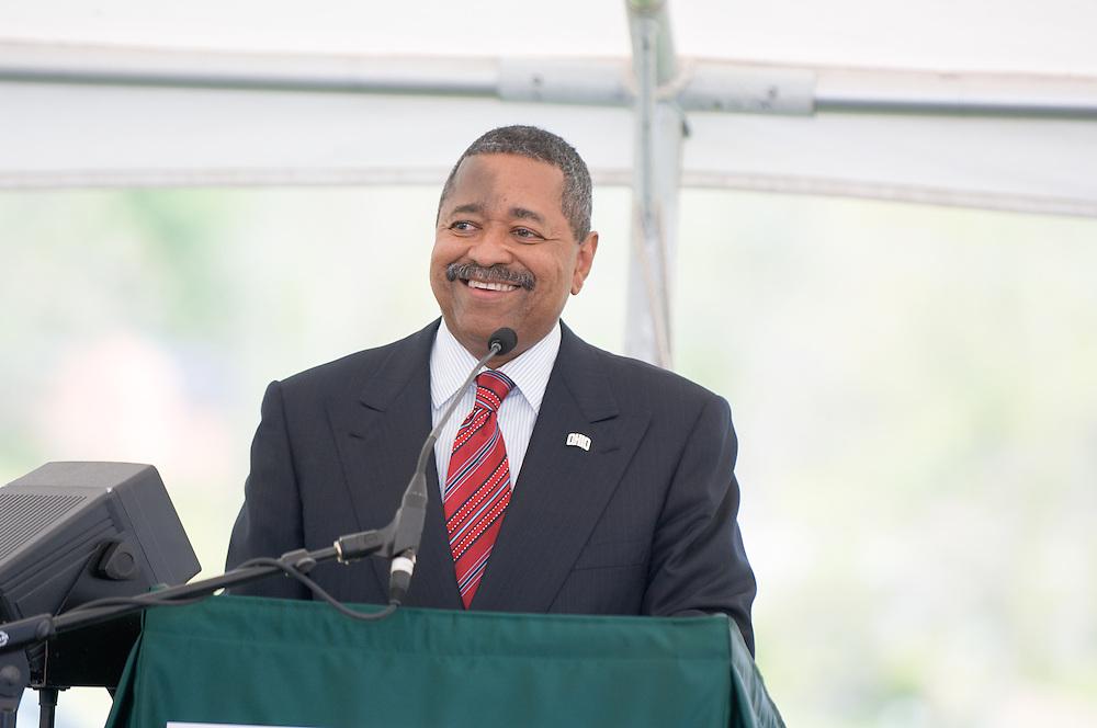 18210McBee Building Community Celebration: Diagnostic Hybrids: Graduation Ceremony & Lease signing...President Dr. McDavis