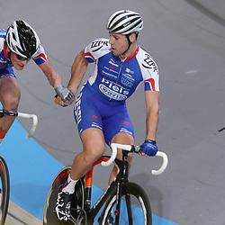 18-12-2016: Wielrennen: NK baanwielrennen: Apeldoorn  <br />APELDOORN (NED) baanwielrennen<br />Jeff Vermeulen slingert DIon Beukeboom de baan in tijdens het NK Koppelkoers. Het koppel behaalt brons